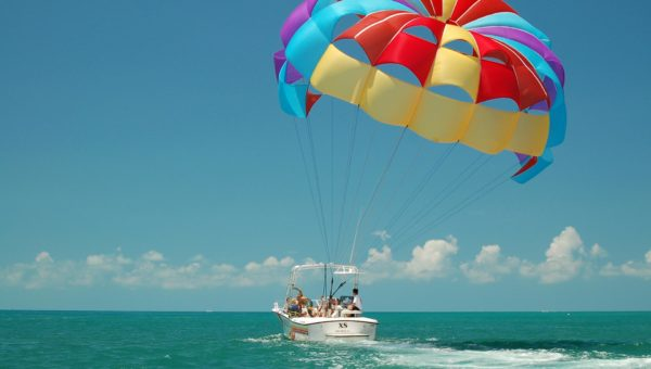 Be Safety Aware In Parasailing