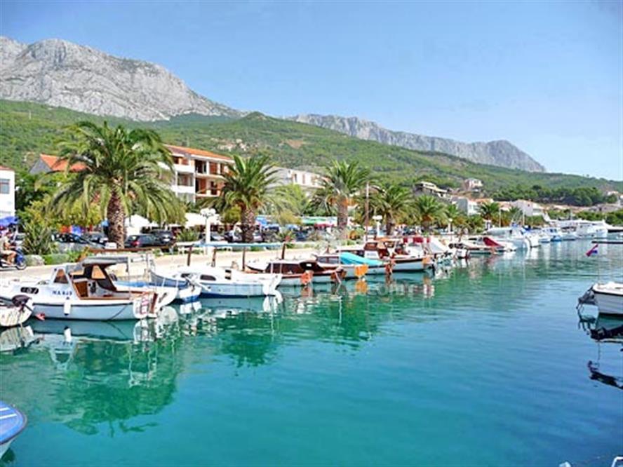 Why Should You Spend Summer Holidays In Makarska, Croatia?